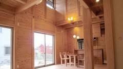 階段とベランダの形が変わっている『板倉の家』