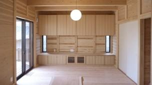 床・壁・天井すべて国産無垢材の『板倉の家』